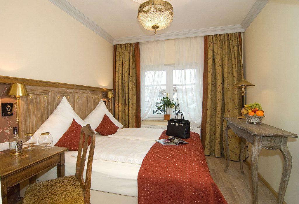 Hotel Zimmer 14 | Hotel Platengarten Ansbach, Ihr Traditions-Hotel in Ansbach.Innenansicht des Boutique Hotels in denkmalgeschütztem Palais und Hotel.